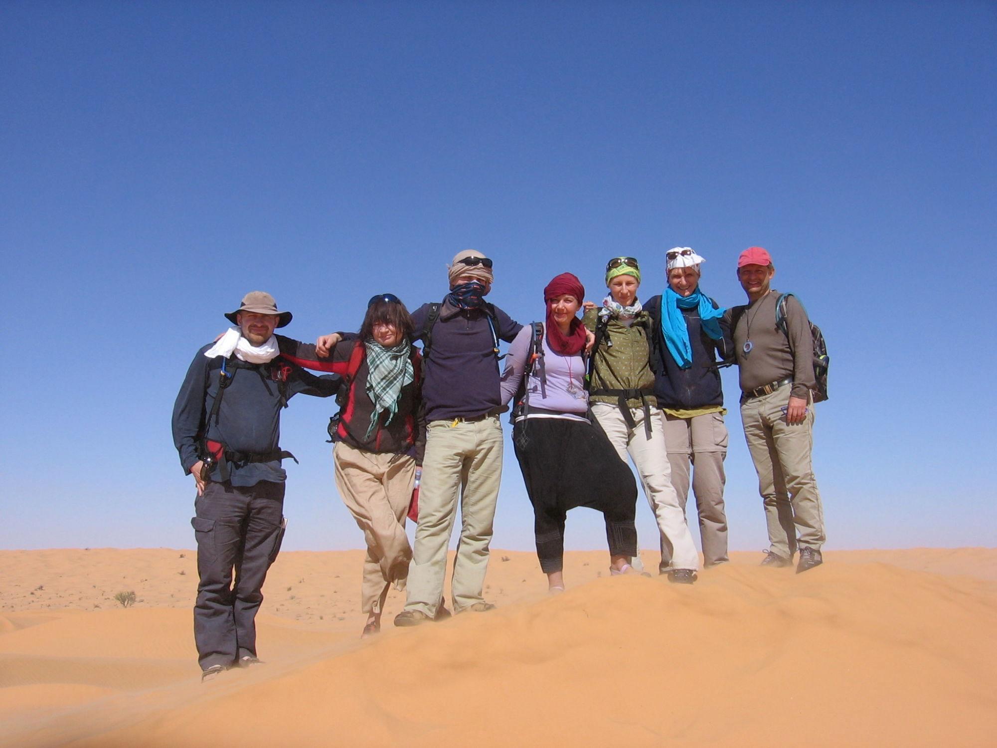 skupina poutníků - vision quest naSahaře 2013