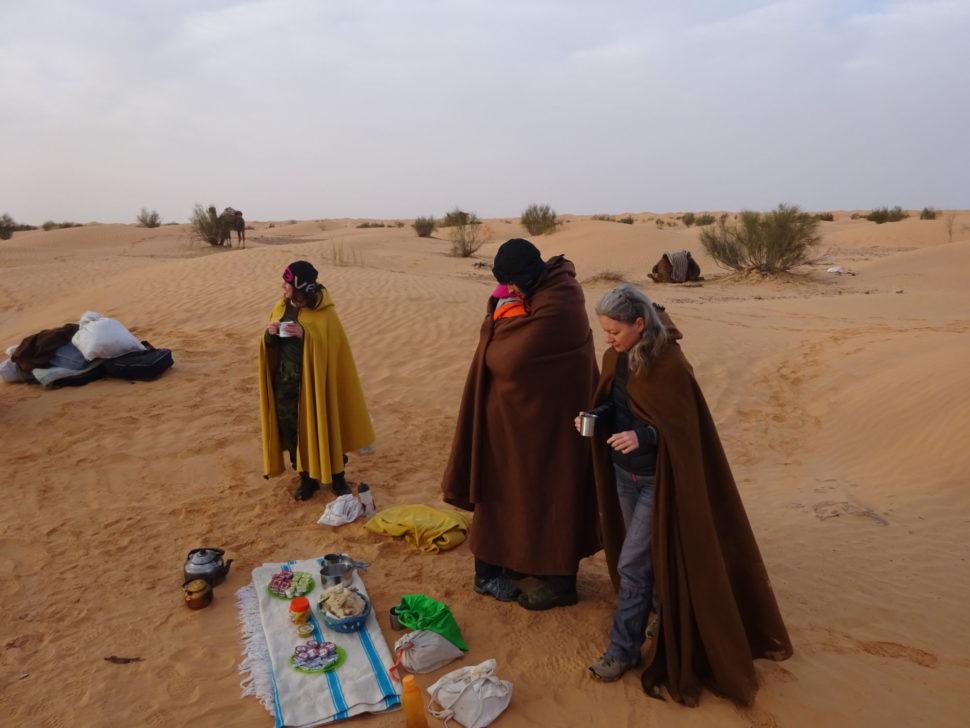 poutníci naSahaře vpláštích
