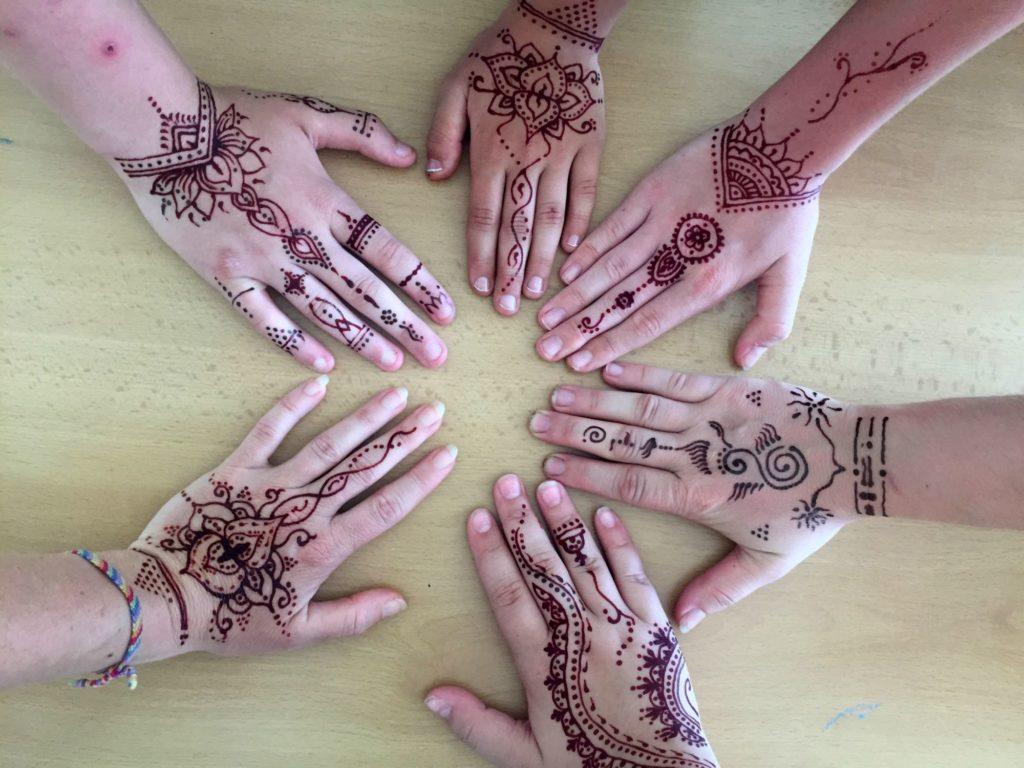 ženské kruhy - spojení rukou